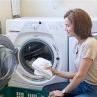 Mẹo giặt sạch quần áo bằng máy giặt