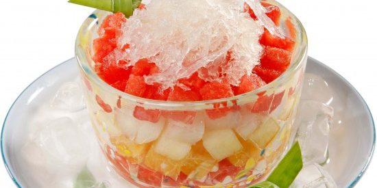Tủ lạnh và trái cây thập cẩm mát lịm