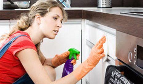 Mách nhỏ cách làm sạch đồ gia dụng bằng nước nóng