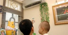Dùng máy lạnh, quạt điện để con không ốm