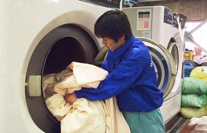 Mẹo giặt rèm cửa bằng máy hiệu quả