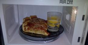 Lò vi sóng nướng bánh được không?